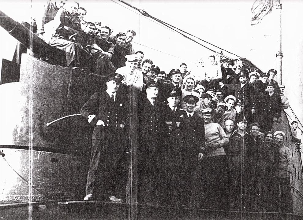 HMS TAKU crew in 1943