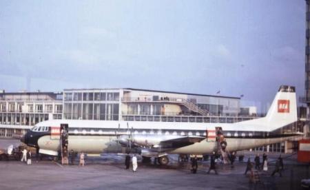 Vickers_953_Vanguard_at_Manchester_1965